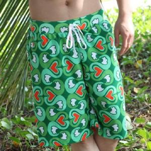 男性用ショートパンツ ビーチパンツ グリーン花柄