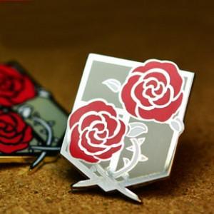 進撃の巨人 駐屯兵団 徽章/バッジ 盾に二つ薔薇 コスプレ道具