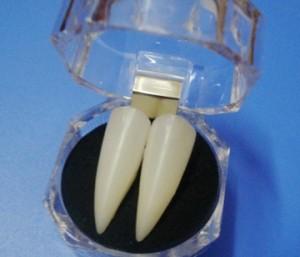 コスプレ 長い悪魔入れ歯 ヴァンパイア入れ歯